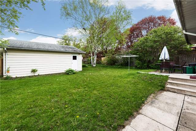 Detached at 106 Johnson St, Barrie, Ontario. Image 9