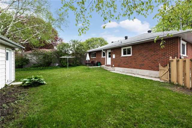 Detached at 106 Johnson St, Barrie, Ontario. Image 10