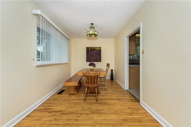 Detached at 106 Johnson St, Barrie, Ontario. Image 12
