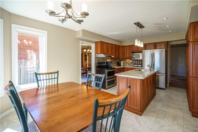 Detached at 23 Thackeray Cres, Barrie, Ontario. Image 13
