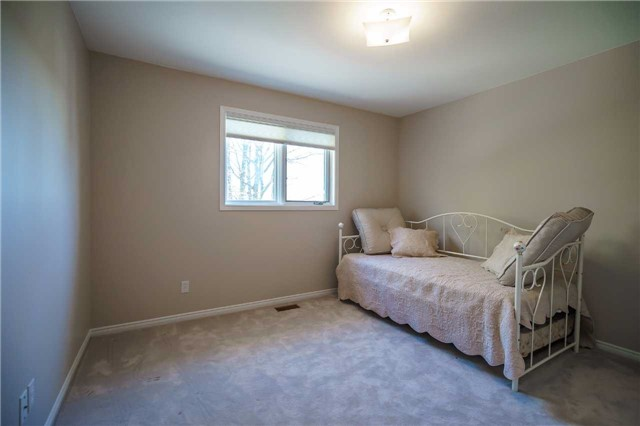 Detached at 23 Thackeray Cres, Barrie, Ontario. Image 4