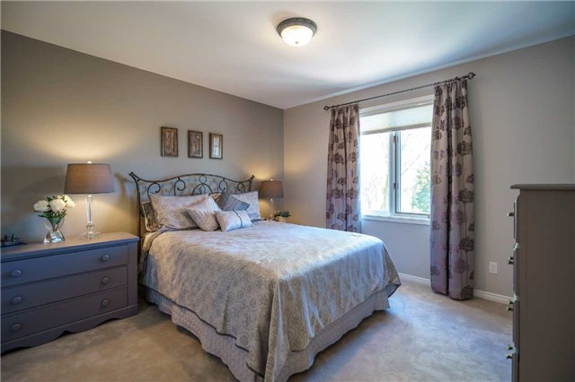 Detached at 23 Thackeray Cres, Barrie, Ontario. Image 5