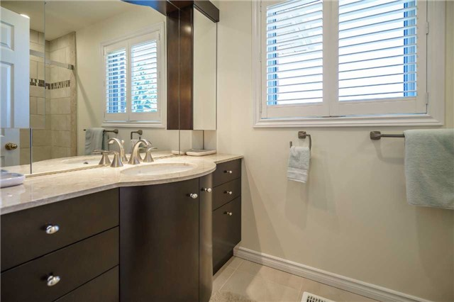Detached at 23 Thackeray Cres, Barrie, Ontario. Image 7