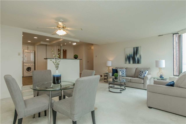 Condo Apartment at 181 Collier St, Unit 906, Barrie, Ontario. Image 17