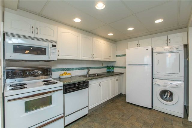 Condo Apartment at 181 Collier St, Unit 906, Barrie, Ontario. Image 19