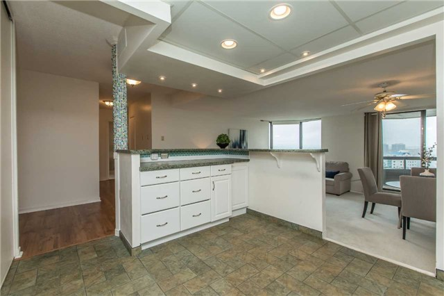 Condo Apartment at 181 Collier St, Unit 906, Barrie, Ontario. Image 20