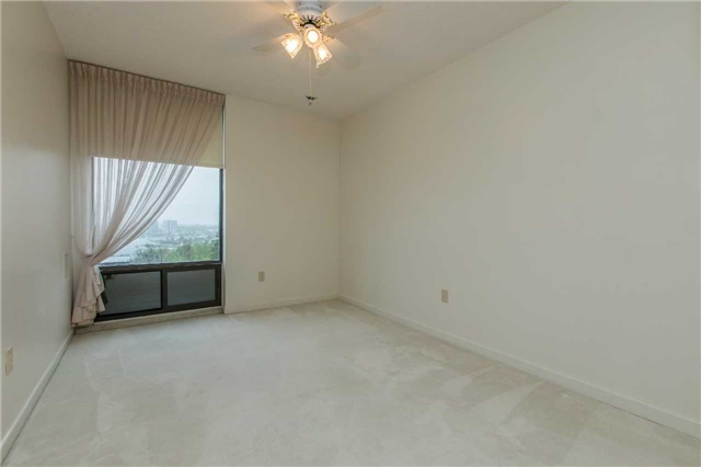 Condo Apartment at 181 Collier St, Unit 906, Barrie, Ontario. Image 7