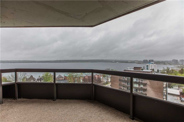 Condo Apartment at 181 Collier St, Unit 906, Barrie, Ontario. Image 10