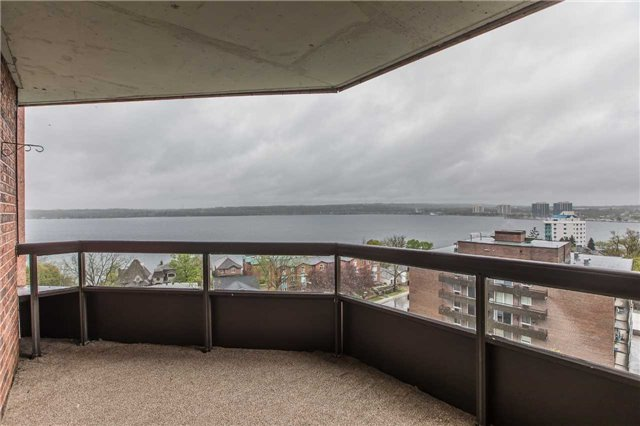 Condo Apartment at 181 Collier St, Unit 906, Barrie, Ontario. Image 11