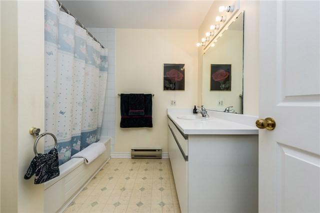 Condo Apartment at 166 Owen St, Unit 206, Barrie, Ontario. Image 5