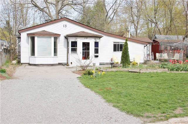 Detached at 15 Marcus St, Barrie, Ontario. Image 1
