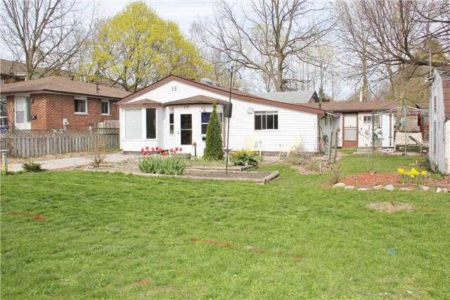 Detached at 15 Marcus St, Barrie, Ontario. Image 8