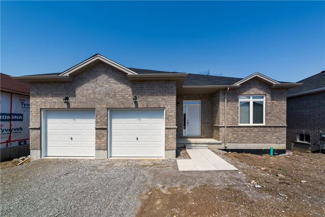 Detached at 39 Sheppard Dr, Tay, Ontario. Image 1