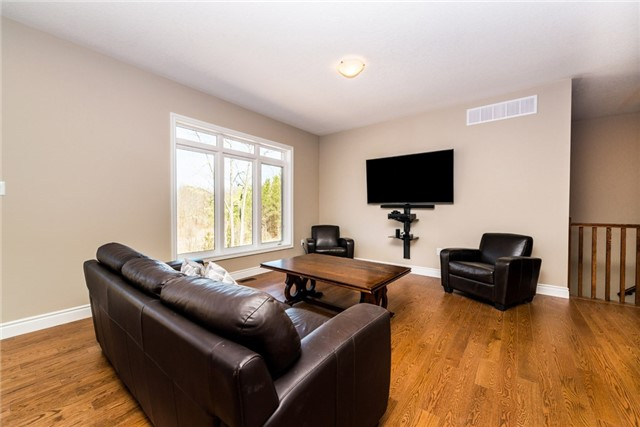 Detached at 39 Sheppard Dr, Tay, Ontario. Image 9