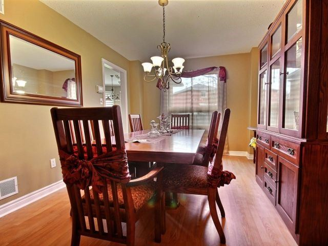 Detached at 524 Grove St E, Barrie, Ontario. Image 19