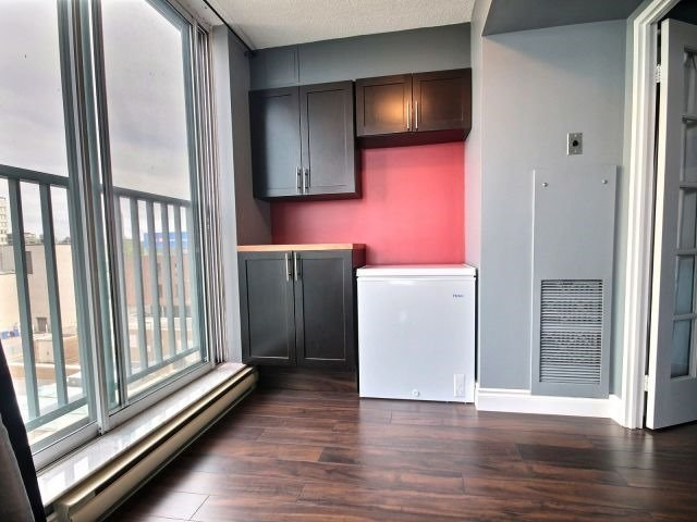 Condo Apartment at 150 Dunlop St E, Unit 604, Barrie, Ontario. Image 4