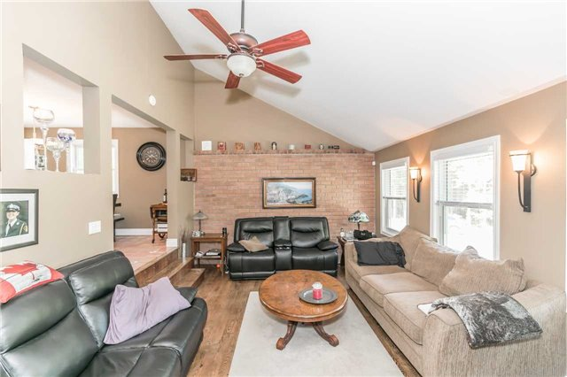 Detached at 10718 12 Highway Rd W, Oro-Medonte, Ontario. Image 17