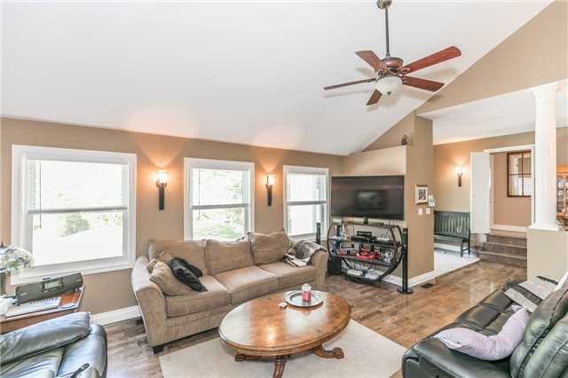 Detached at 10718 12 Highway Rd W, Oro-Medonte, Ontario. Image 18