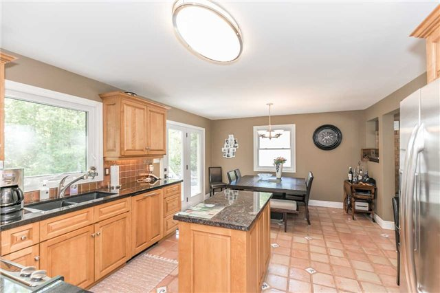 Detached at 10718 12 Highway Rd W, Oro-Medonte, Ontario. Image 2