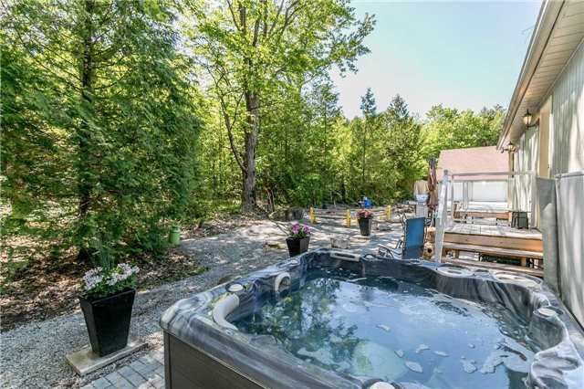 Detached at 10718 12 Highway Rd W, Oro-Medonte, Ontario. Image 9