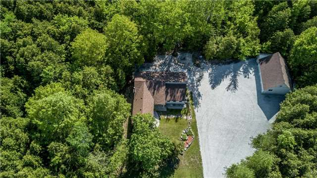 Detached at 10718 12 Highway Rd W, Oro-Medonte, Ontario. Image 11