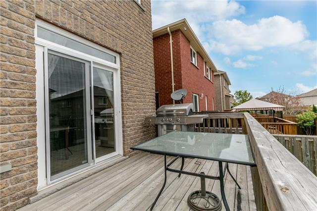Detached at 87 Sovereigns Gate, Barrie, Ontario. Image 11