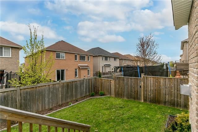 Detached at 87 Sovereigns Gate, Barrie, Ontario. Image 13