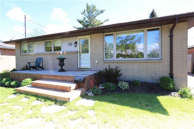 Detached at 63 Davidson St, Barrie, Ontario. Image 1