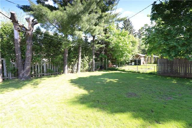 Detached at 63 Davidson St, Barrie, Ontario. Image 16