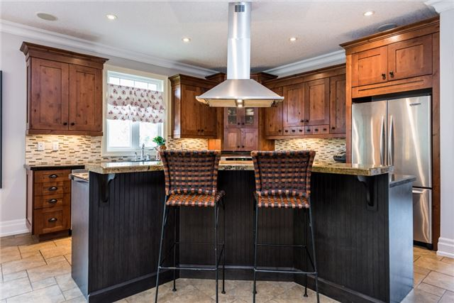 Detached at 415 Little Ave, Barrie, Ontario. Image 15