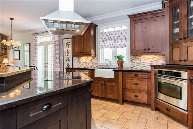 Detached at 415 Little Ave, Barrie, Ontario. Image 16