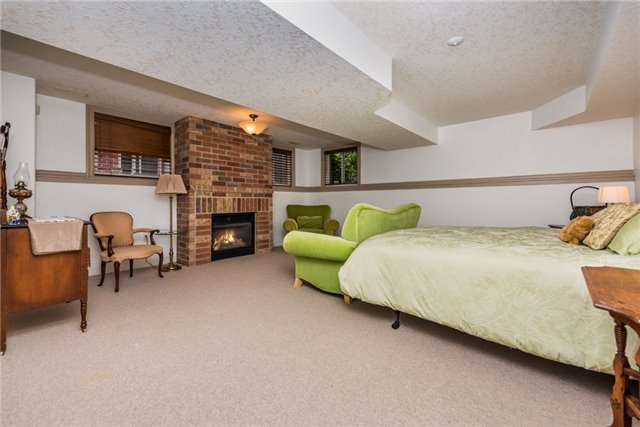 Detached at 415 Little Ave, Barrie, Ontario. Image 6