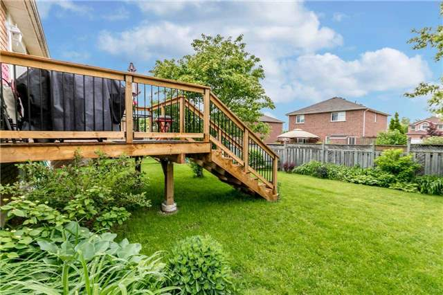 Semi-detached at 14 Peter St, Barrie, Ontario. Image 10
