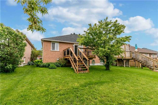 Semi-detached at 14 Peter St, Barrie, Ontario. Image 11