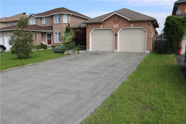Detached at 86 Stephanie Lane, Barrie, Ontario. Image 12