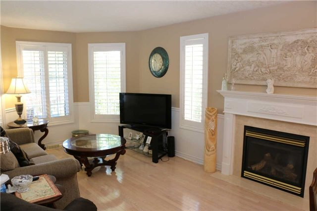 Detached at 86 Stephanie Lane, Barrie, Ontario. Image 14