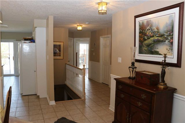 Detached at 86 Stephanie Lane, Barrie, Ontario. Image 4
