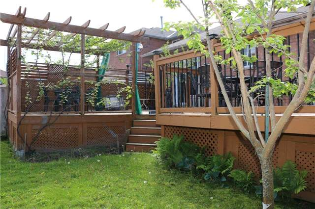 Detached at 86 Stephanie Lane, Barrie, Ontario. Image 9