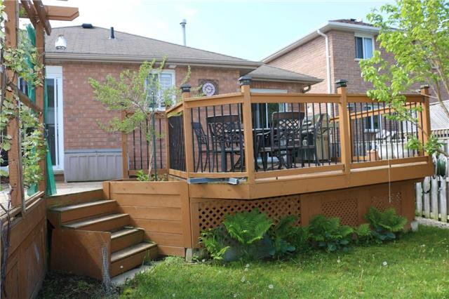 Detached at 86 Stephanie Lane, Barrie, Ontario. Image 10