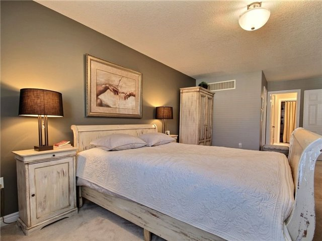 Detached at 18 Parisian Cres, Barrie, Ontario. Image 15