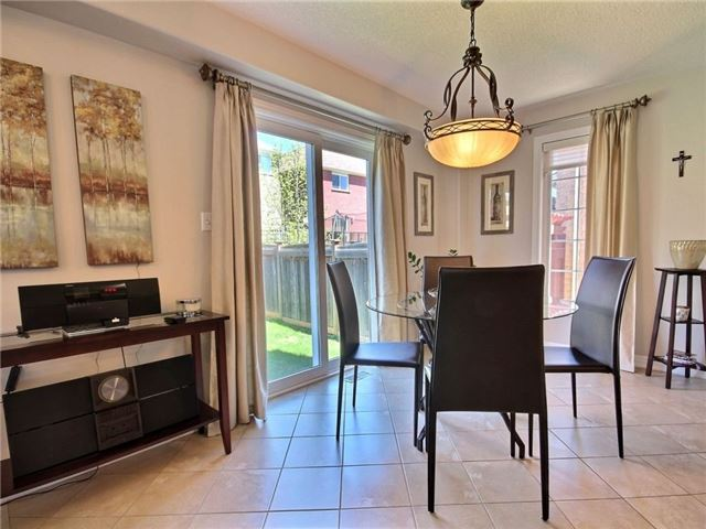 Detached at 18 Parisian Cres, Barrie, Ontario. Image 3