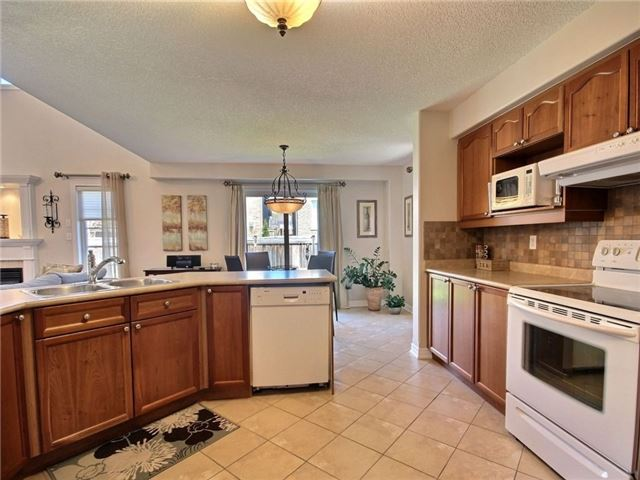 Detached at 18 Parisian Cres, Barrie, Ontario. Image 5