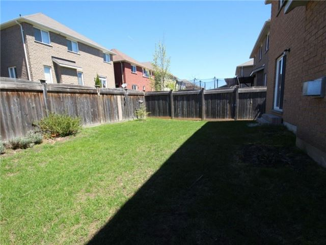 Detached at 18 Parisian Cres, Barrie, Ontario. Image 10