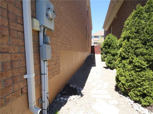Detached at 18 Parisian Cres, Barrie, Ontario. Image 11