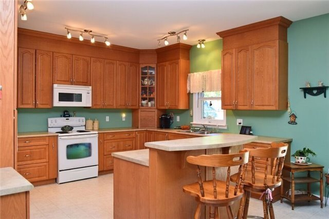 Detached at 307 Edgehill Dr, Barrie, Ontario. Image 2