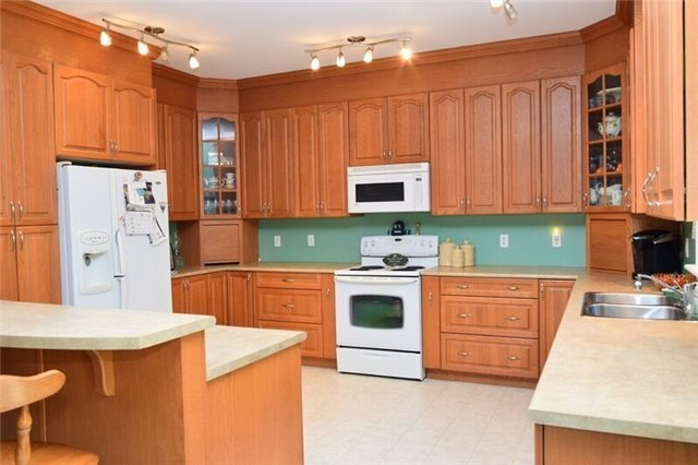Detached at 307 Edgehill Dr, Barrie, Ontario. Image 3