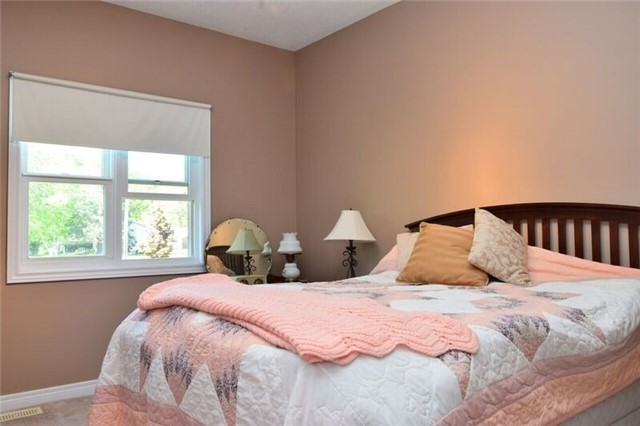 Detached at 307 Edgehill Dr, Barrie, Ontario. Image 13