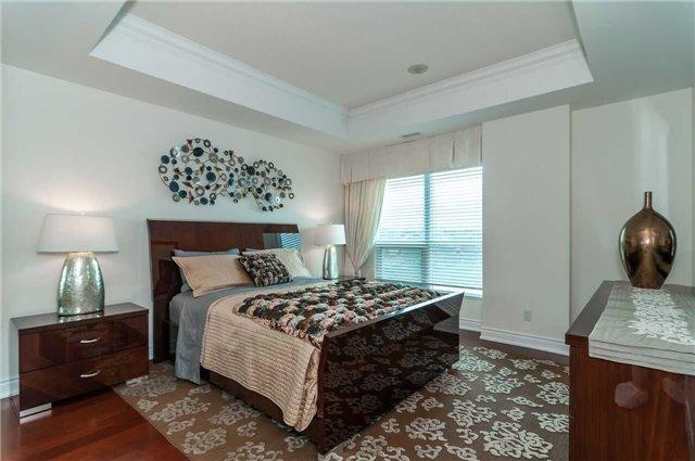 Condo Apartment at 33 Ellen St, Unit 1004, Barrie, Ontario. Image 11