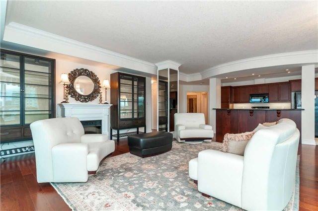 Condo Apartment at 33 Ellen St, Unit 1004, Barrie, Ontario. Image 13