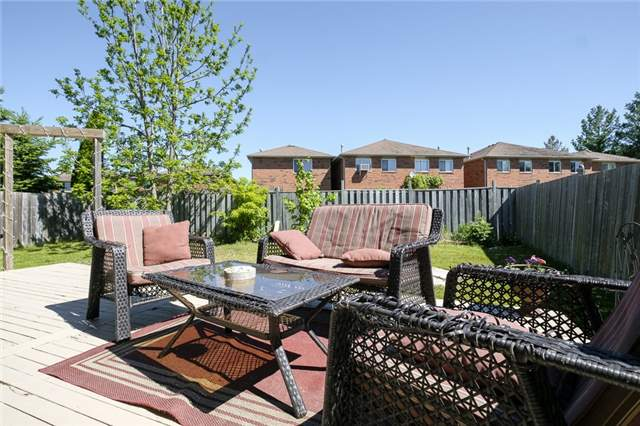 Detached at 55 Clute Cres, Barrie, Ontario. Image 8
